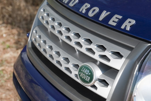 11 cars that will go extinct in 2016 2011 land rover lr2 20