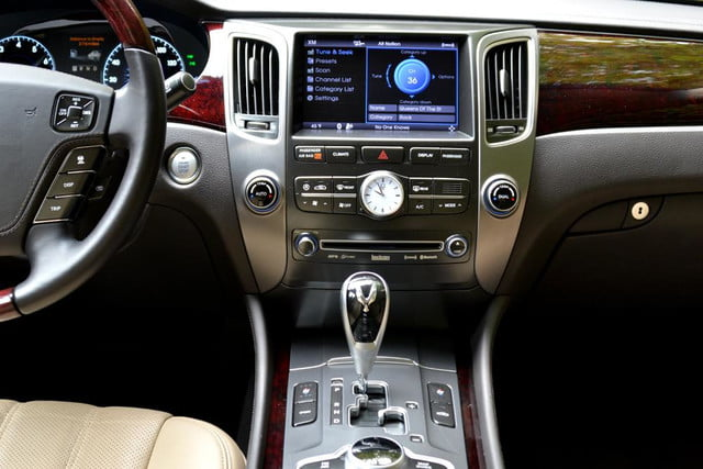 2012 hyundai equus 2013 review middle console screen