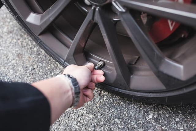 how to check your tire pressure 2017  dt photos by chris chin 4