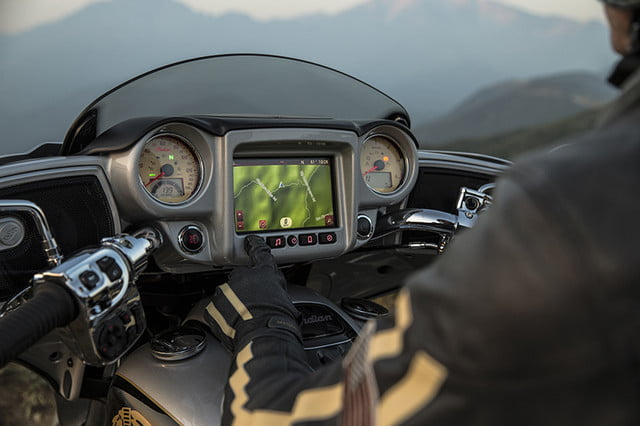 indian motorcycle ride command touchscreen 2017 imc infotainment roadmaster 05