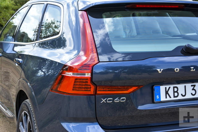 Backside (left) of the 2018 Volvo XC60.