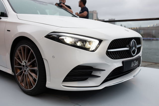 The mercedes benz a class sedan brings stuttgart luxury to for Mercedes benz ratings reviews