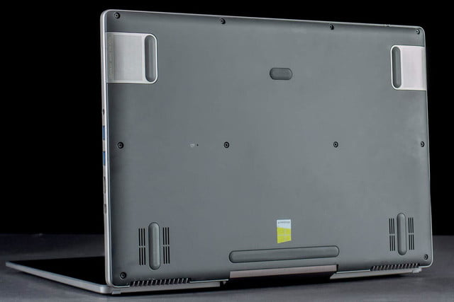 Acer Aspire R7 bottom