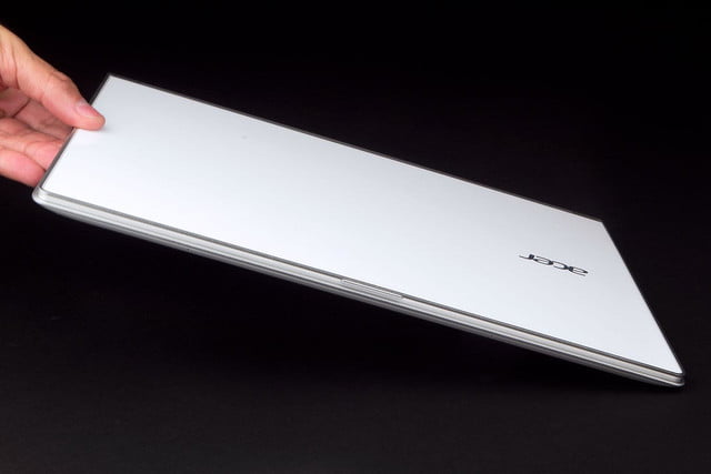 Acer Aspire S7 392 6411 in hand angle