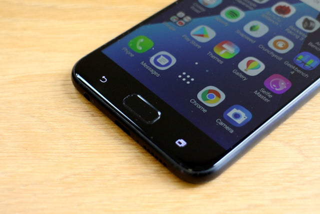 Asus Zenfone 4 Review bottom angle