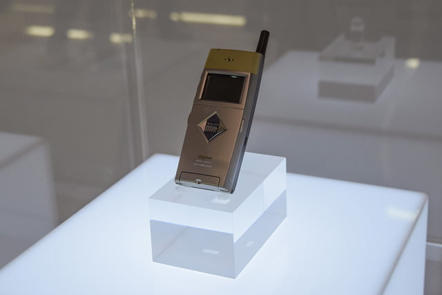 1999: The first MP3 phone SPH-M2500