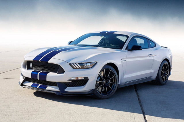 2016 Shelby GT350 front angle