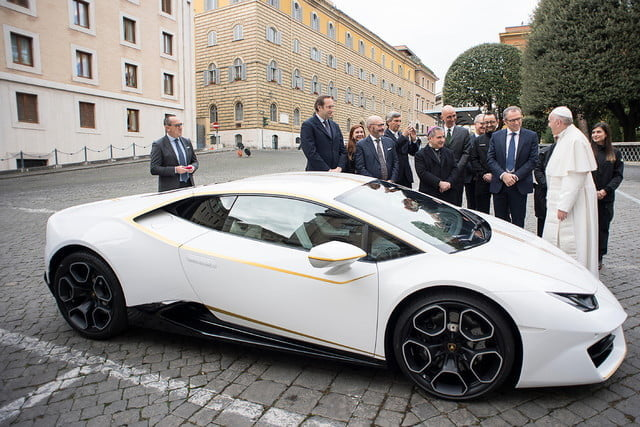 lamborghini gifts huracn lp580 2 to pope francis for charity 2017  digitaltrends gets a huracan 10