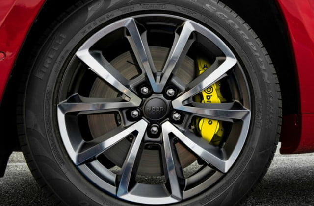 2018 Jeep Grand Cherokee Trackhawk 20-inch wheels with Brembo brakes