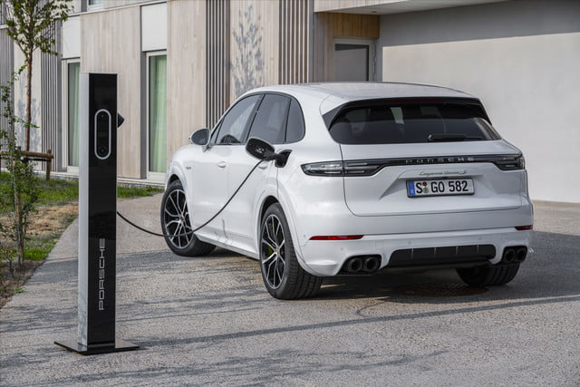 2020 porsche cayenne turbo s e hybrid delivers 670 hp electrified punch tseh 6