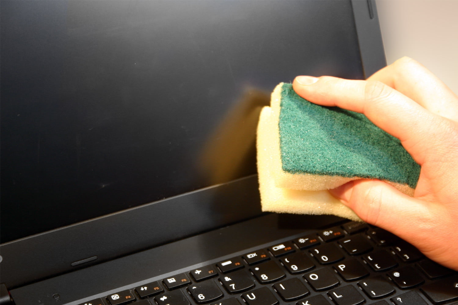 How to Clean a Laptop Screen | Digital Trends