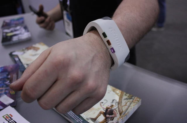 link streams terabyte information directly wrist looks awful dlink wearable 2