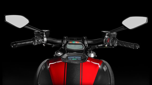 Ducati-Diavel-Carbon-red-instrument-panel