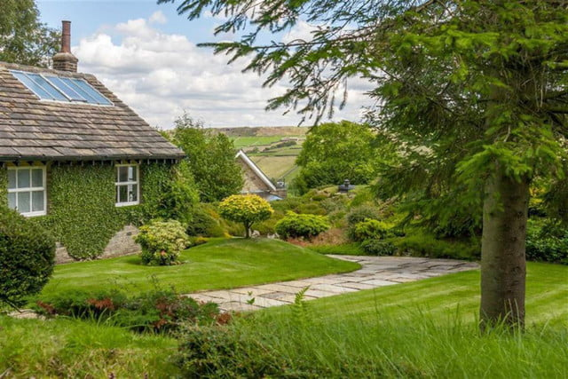 hobbit style home goes up for sale in england hobbithouse 02