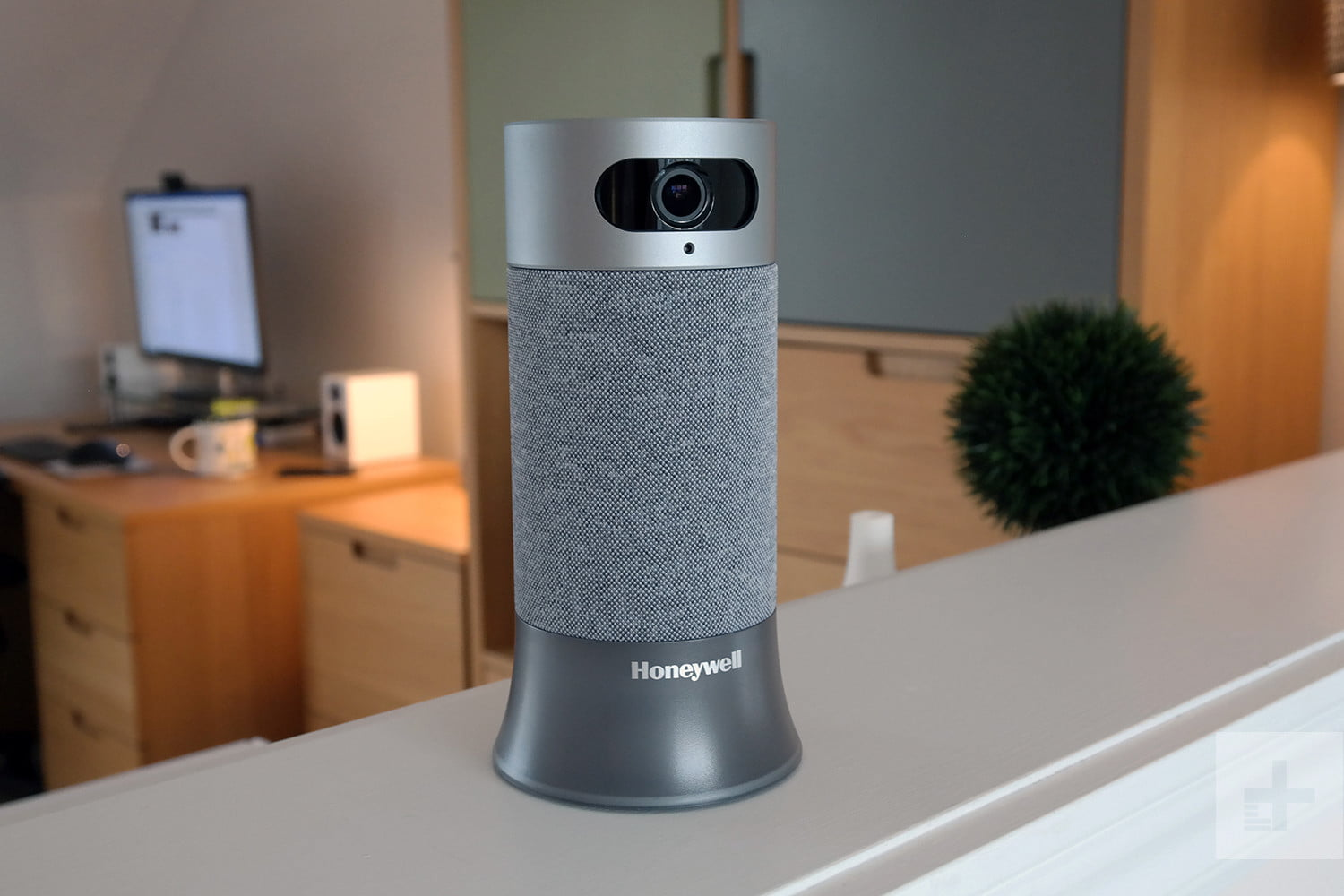 Honeywell Smart Home Security Starter Kit Review | Digital