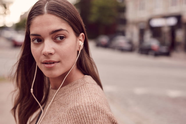 libratone q adapt noise canceling in ear headphones 2