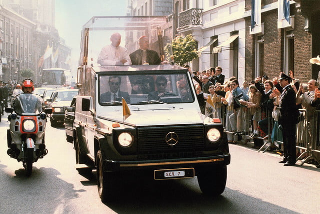 10 sweet popemobiles that will make you wish held the keys of heaven mercedes benz 230 g popemobile  1980 889437papstwagen34