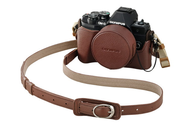 Olympus OM-D E-M10 Mark III black in brown leather case