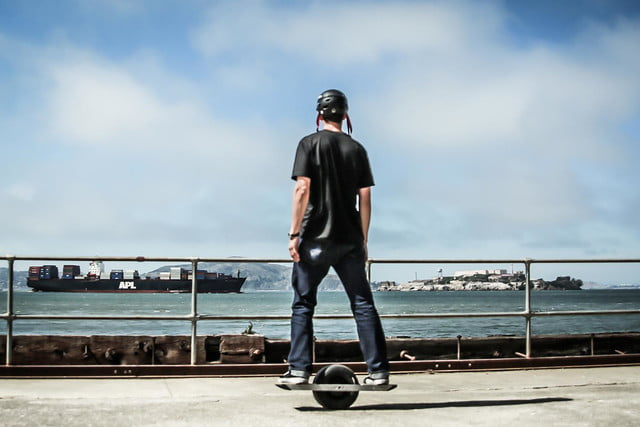 onewheel electric skateboard lifestyle image 5