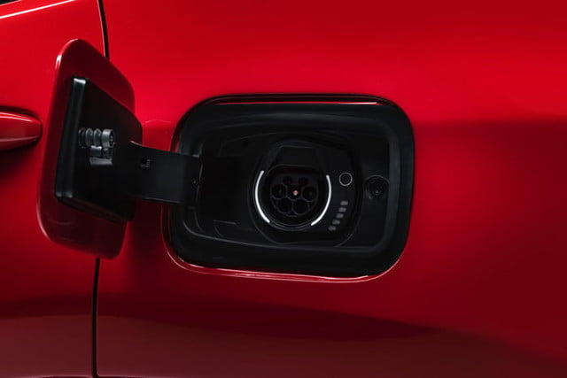 jeep renegade compass hibrido enchufable 190305 plug in hybrid 9fgdeutt3hdfobkeanupmfpgl80 700x467 c