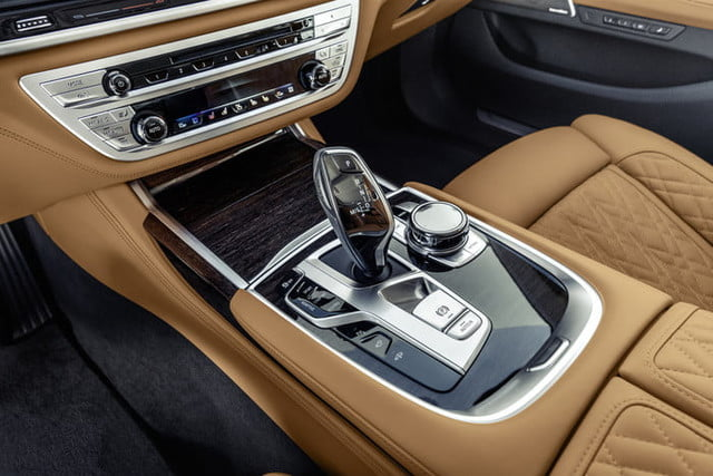 bmw serie 7 2020 official 15 700x467 c