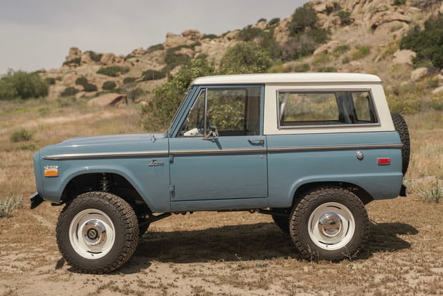 ford bronco old school br icon classic 29 v1 current 700x467 c