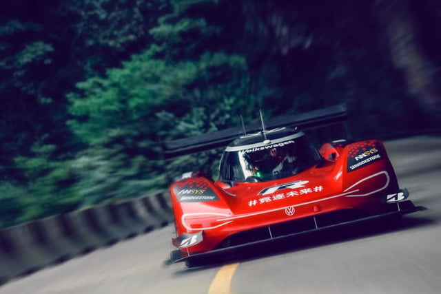 volkswagen id r electrico china record tianmen mountain 2019 large 10127 700x467 c