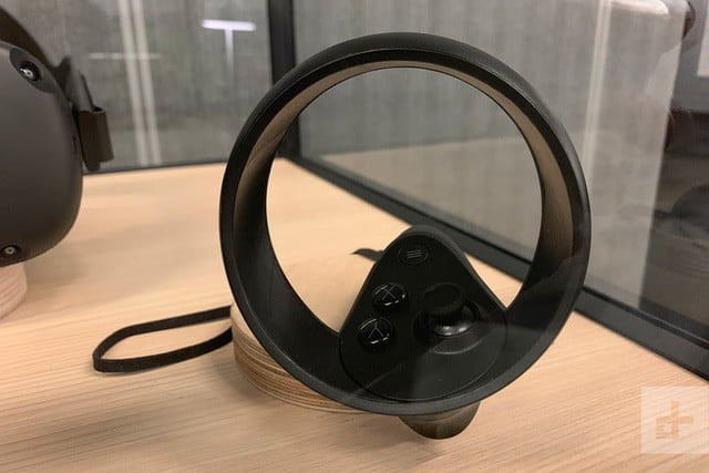 revision oculus quest headset sp controller close 800x534 c