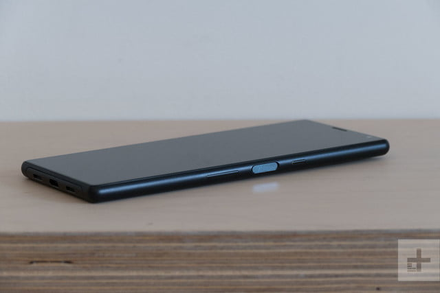 revision sony xperia 10 plus review 1