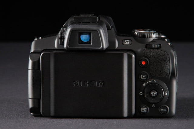 Fujifilm FinePix S1 back closed