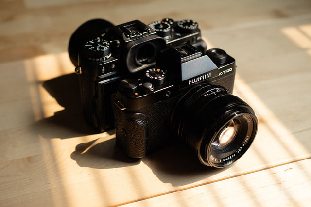 fujifilm x-t100 front and back