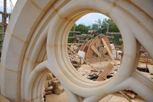 the guedelon castle is being built with 13th century techniques gu  delon 0078