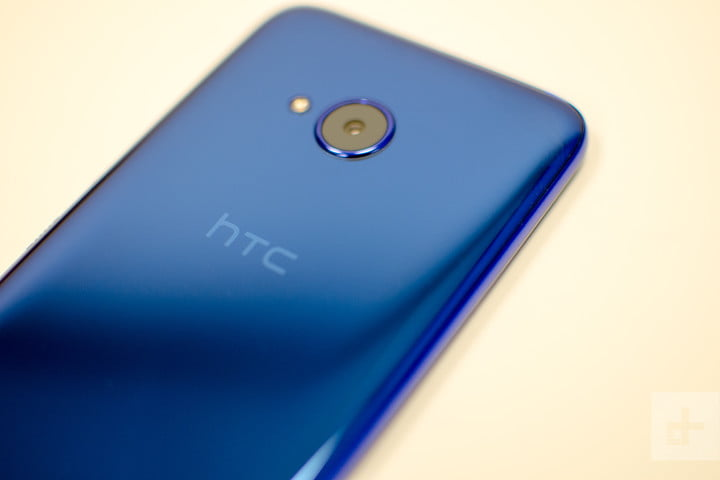 HTC U11 Life review back angle
