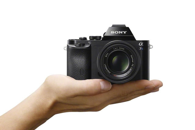 sonys full frame mirrorless camera goes 4k unveiling new a7s ilce 7s wvx9124 hand 1200