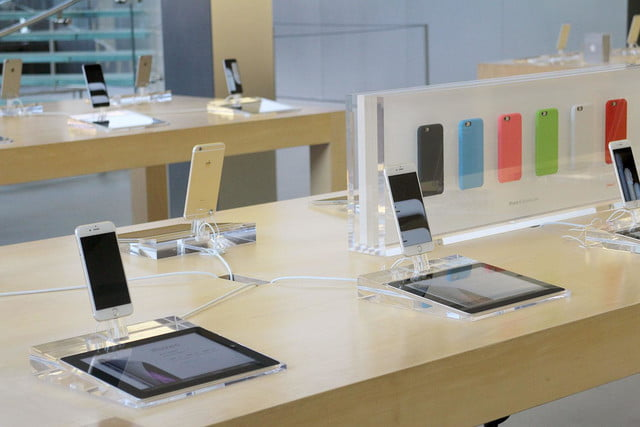 apple iphone 6 launch day news line 15