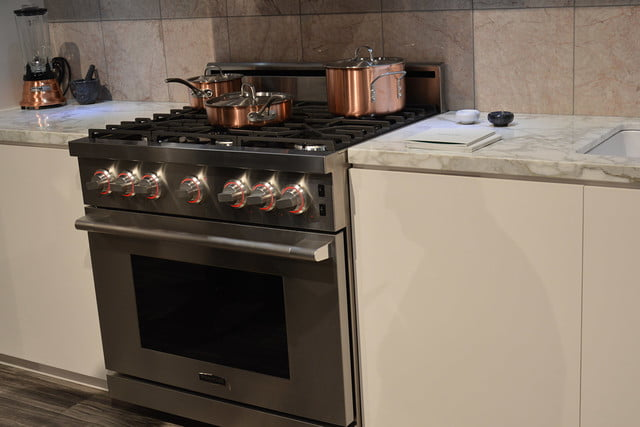 Signature is a luxury smart appliance brand from lg for Luxury stove brands