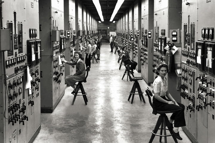 Calutron operators at the Y-12 Plant in Oak Ridge | Women of the Manhattan Project