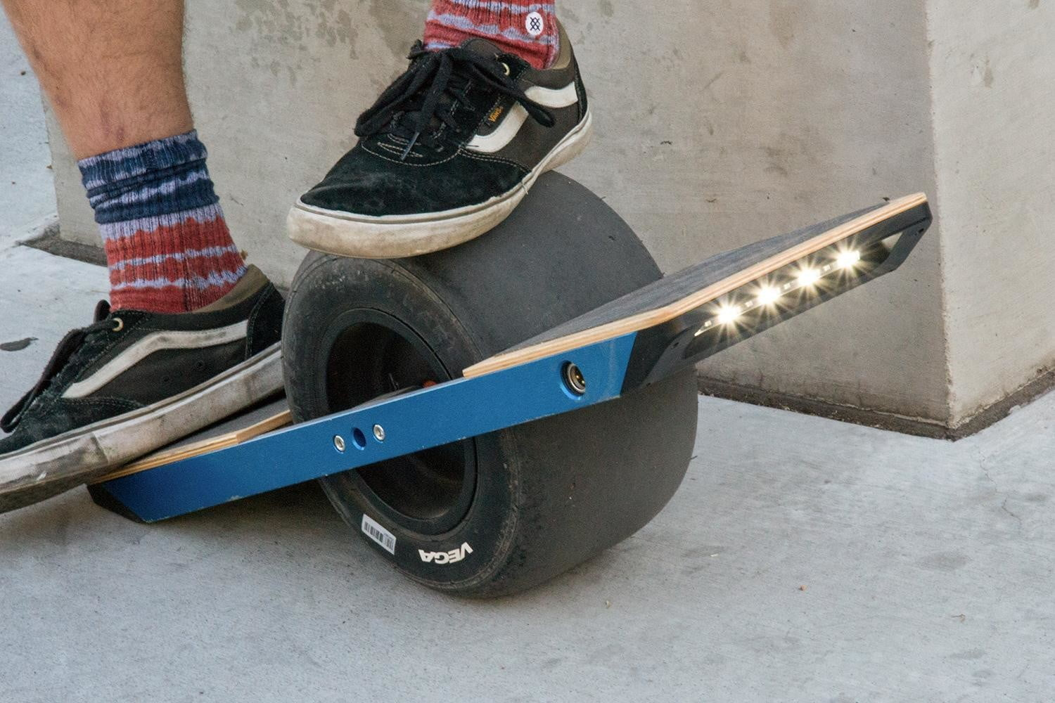 Onewheel Looks Like A Balance Board Rides Hoverboard Digital Trends