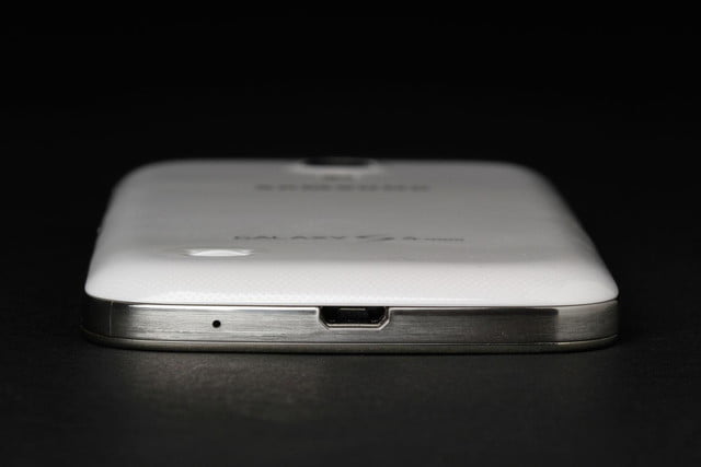 Samsung-Galaxy-S4-Mini-charging-port