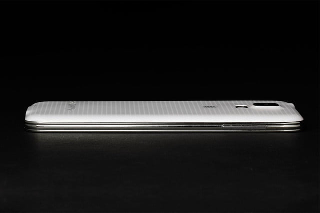 Samsung Galaxy S5 review left side