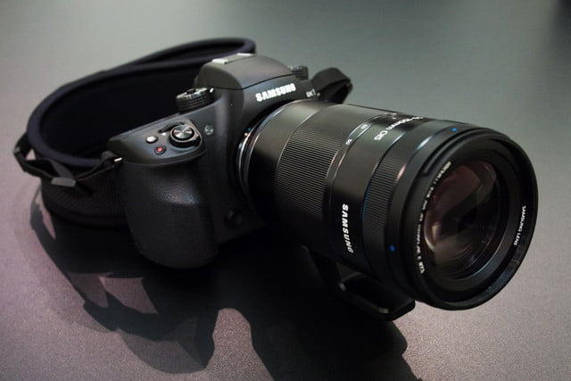 samsungs nx1 4k shooting beast puts mirrorless competition shame samsung with 50 150 front