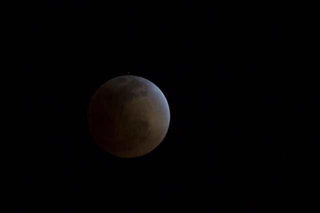 grab camera head outside now blood moon makes second appearance smp 20140414 eclipse progress 4