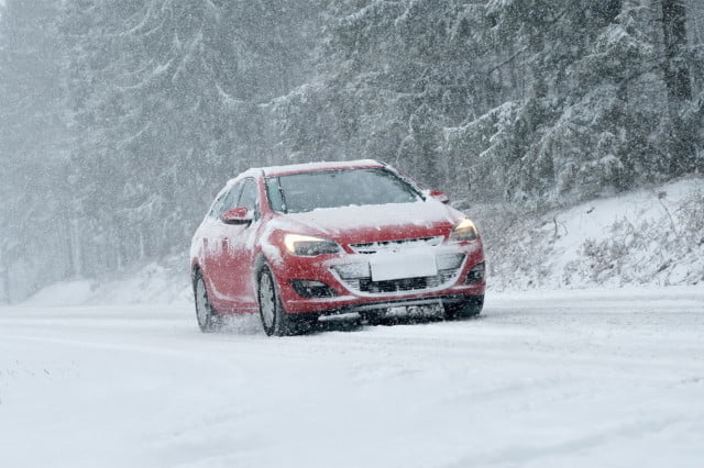 winter driving tips snow car 640x640