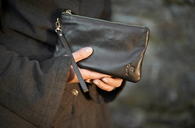 best gadgets for charging the go mighty purse photo