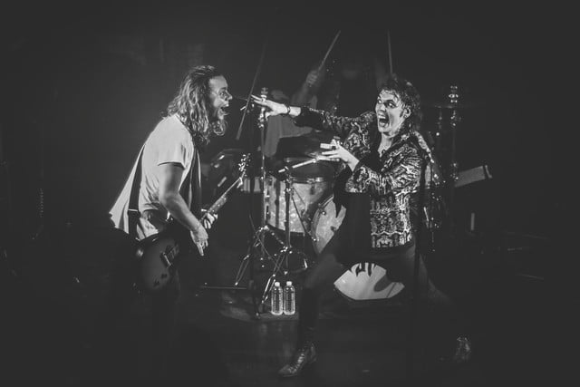 interview the struts embrace streaming thestruts fb 02